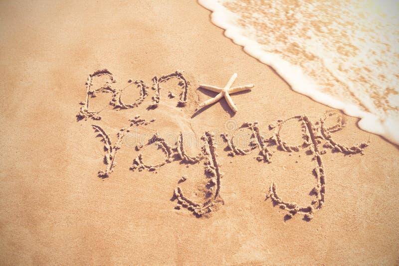 Ταξίδι Bon που γράφεται στην άμμο στοκ εικόνα με δικαίωμα ελεύθερης χρήσης