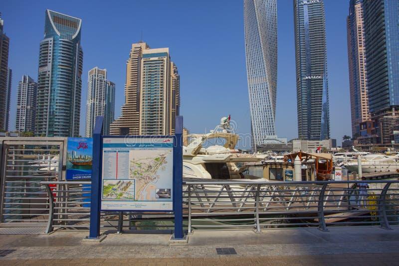 Ταξί νερού μαρινών του Ντουμπάι, βάρκες για το μίσθωμα και το ταξίδι στοκ εικόνες