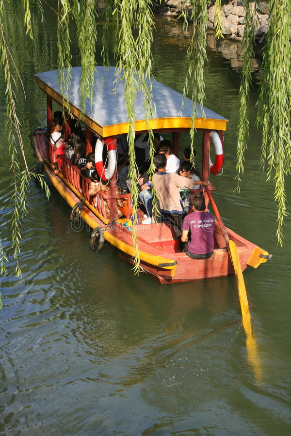 Ταξί νερού στο κανάλι στοκ φωτογραφίες