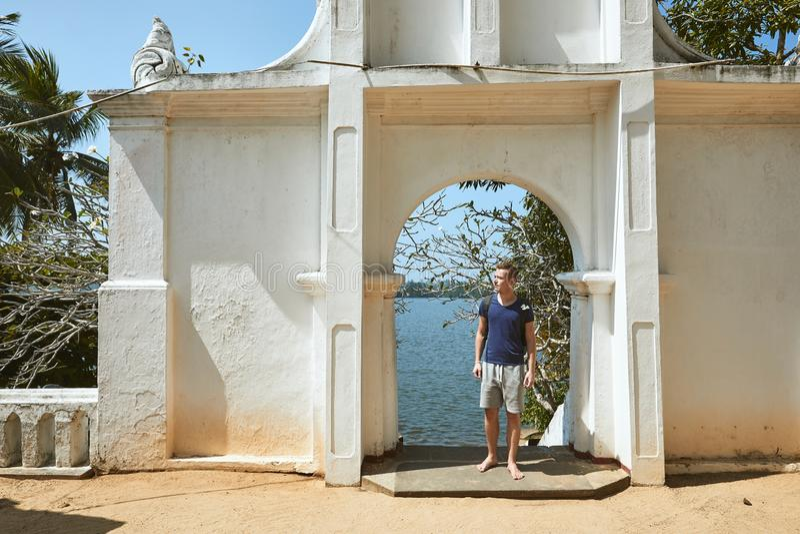 Ταξιδιώτης που ερευνά την ομορφιά της Σρι Λάνκα στοκ εικόνες