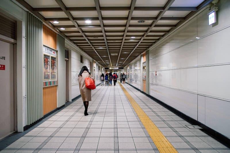 ταξιδιώτης στο σταθμό μετρό στην Ιαπωνία στοκ εικόνα