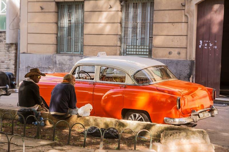 Ταξιτζής στο σπάσιμο στο κέντρο της παλαιάς Αβάνας στοκ εικόνα με δικαίωμα ελεύθερης χρήσης