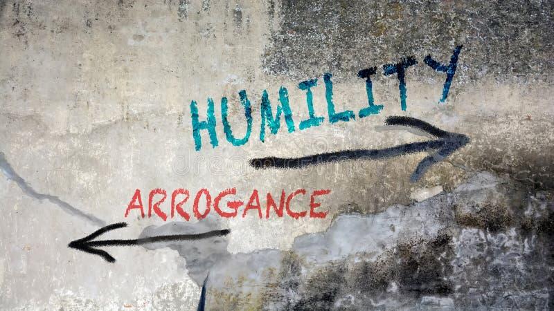 Ταπεινότητα γκράφιτι οδών εναντίον της υπεροψίας στοκ φωτογραφία με δικαίωμα ελεύθερης χρήσης