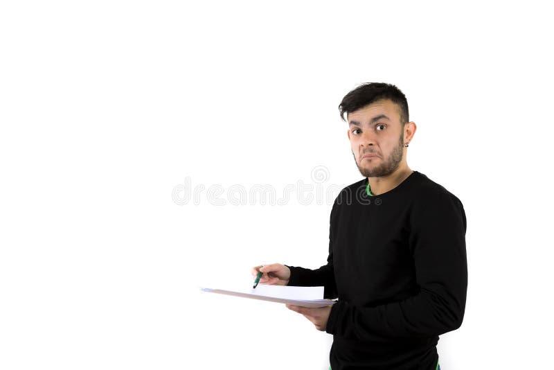 Ταραγμένος και έκπληκτος γενειοφόρος νεαρός άνδρας συμπαθητικός και σύγχρονος στοκ φωτογραφία με δικαίωμα ελεύθερης χρήσης