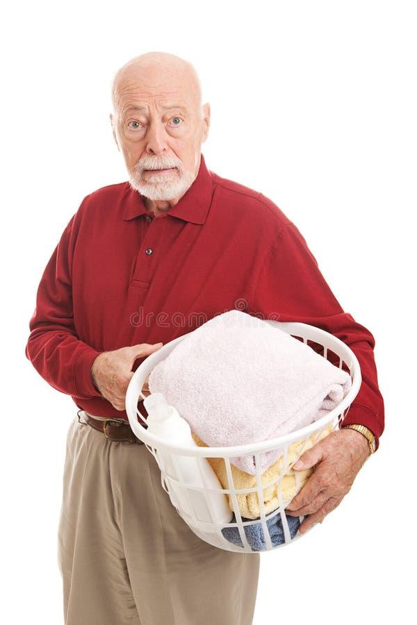Ταραγμένο ανώτερο άτομο με το πλυντήριο στοκ φωτογραφία με δικαίωμα ελεύθερης χρήσης