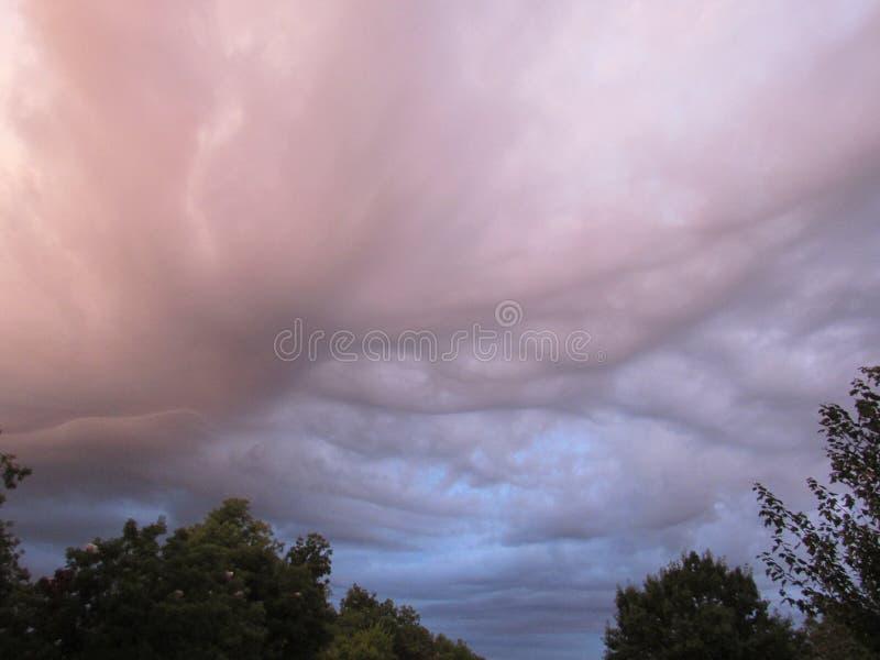 Ταραχώδη σύννεφα κυμάτων στοκ εικόνα