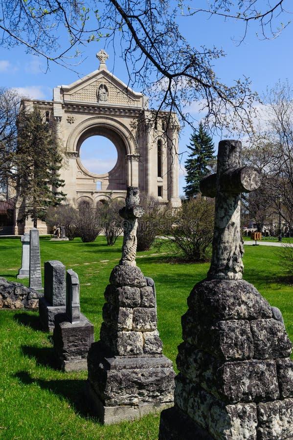 Ταφόπετρες και καθεδρικός ναός StBoniface στοκ φωτογραφία με δικαίωμα ελεύθερης χρήσης