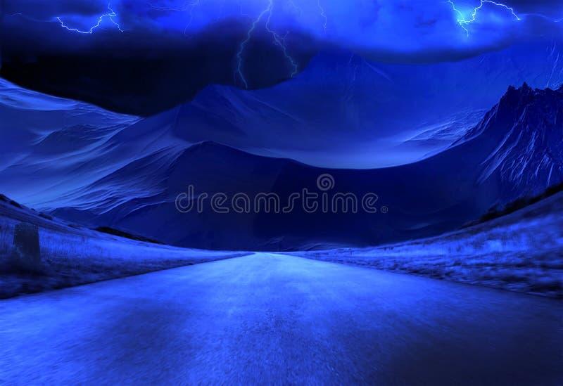 Ταχεία οδός με νυχτερινό τοπίο προς τα πελώρια βουνά στοκ φωτογραφίες με δικαίωμα ελεύθερης χρήσης