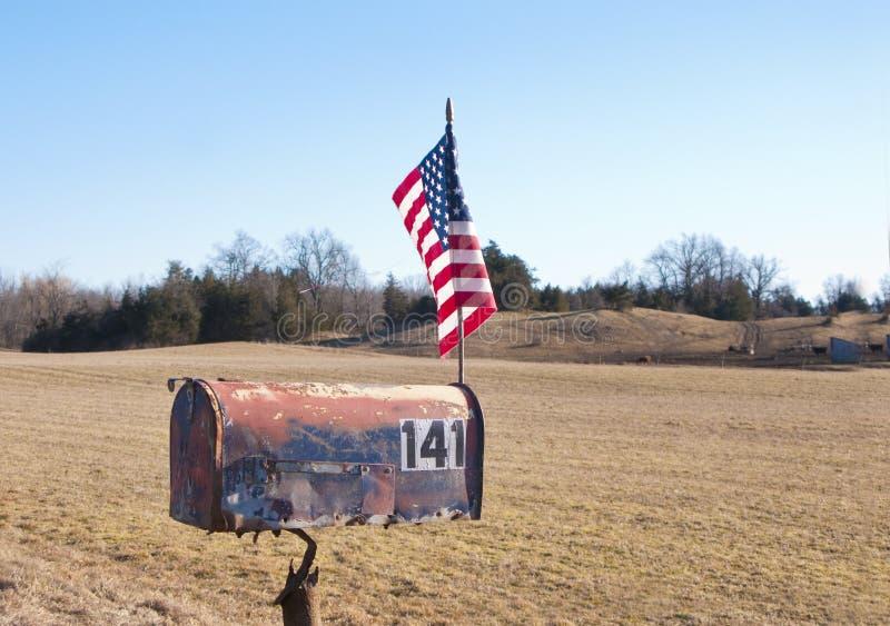 ταχυδρομική θυρίδα αμερικανικών σημαιών αγροτική στοκ φωτογραφία