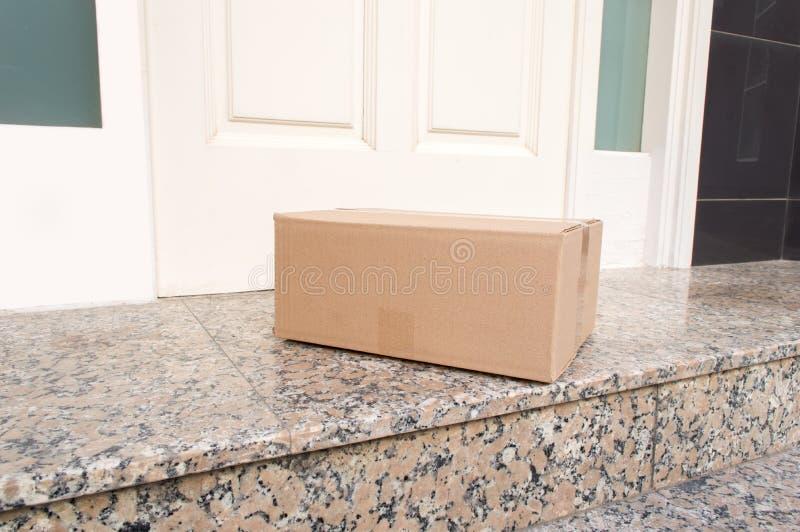 Ταχυδρομικό πακέτο παραδοθε'ν στοκ φωτογραφίες