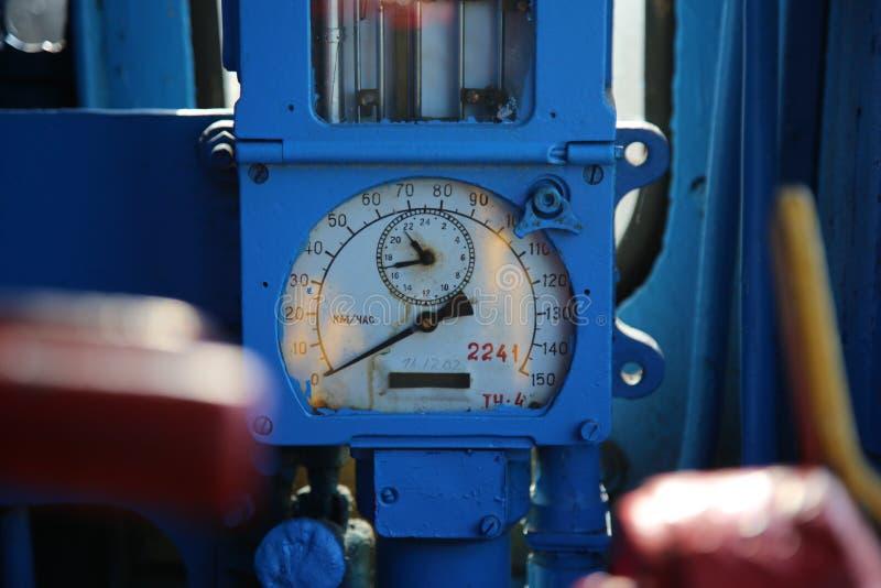 Ταχύμετρο σε ένα ντεμοντέ αυτοκίνητο τραίνων luxurt ταχύμετρο στο παλαιό τραίνο στοκ φωτογραφία