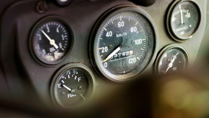 Ταχύμετρο του παλαιού αυτοκινήτου στοκ φωτογραφίες με δικαίωμα ελεύθερης χρήσης