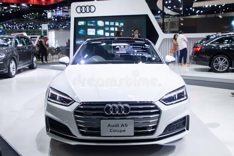 Ταϊλάνδη - το Δεκέμβριο του 2018: Έξοχο αθλητικό αυτοκίνητο πολυτέλειας χρώματος Audi A5 Coupe άσπρο που παρουσιάζεται στη μηχανή στοκ φωτογραφίες με δικαίωμα ελεύθερης χρήσης