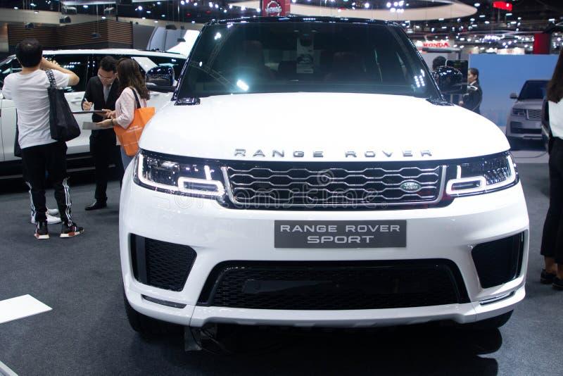 Ταϊλάνδη - το Δεκέμβριο του 2018: κλείστε την ευθεία άποψη ακριβού αυτοκινήτου πολυτέλειας αθλητικού του άσπρου χρώματος Range Ro στοκ εικόνες με δικαίωμα ελεύθερης χρήσης