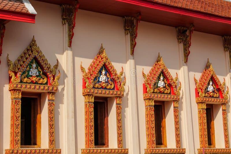 Ταϊλανδικά βουδιστικά παράθυρα παγοδών ναών όμορφα στοκ εικόνες