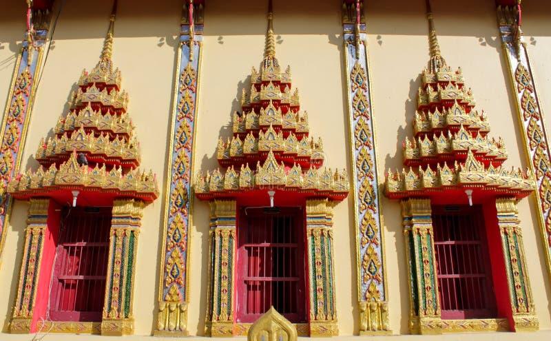 Ταϊλανδικά βουδιστικά παράθυρα παγοδών ναών όμορφα στοκ φωτογραφία με δικαίωμα ελεύθερης χρήσης