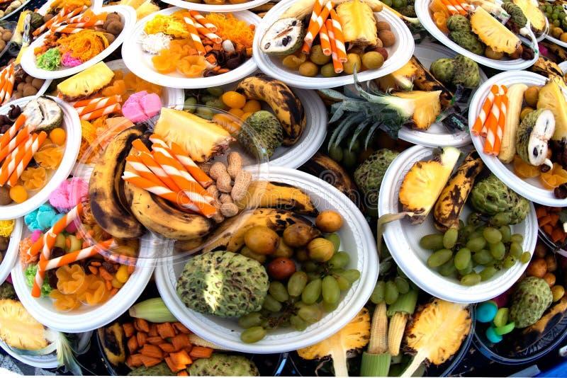 Ταϊλανδικά γλυκά, κατάταξη καρπών των διάφορων νωπών καρπών σε ένα πιάτο στοκ φωτογραφίες με δικαίωμα ελεύθερης χρήσης