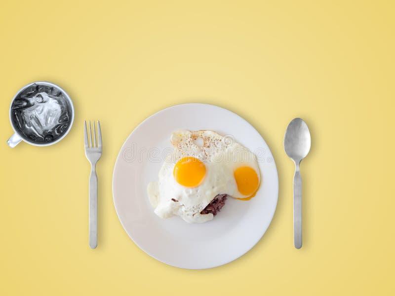 Ταϊλανδικά τηγανισμένα ύφος αυγά και ρύζι στοκ φωτογραφίες