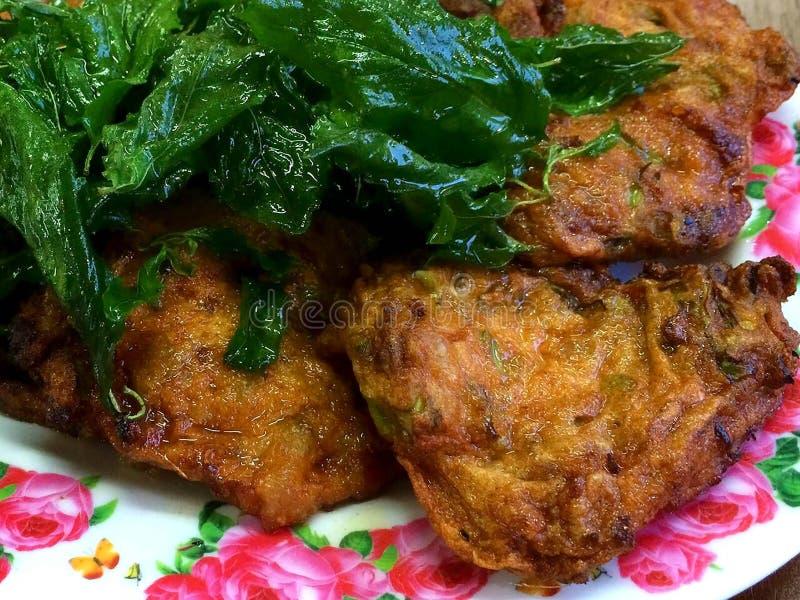 Ταϊλανδικά τρόφιμα - τηγανισμένα κέικ ψαριών στοκ εικόνες με δικαίωμα ελεύθερης χρήσης
