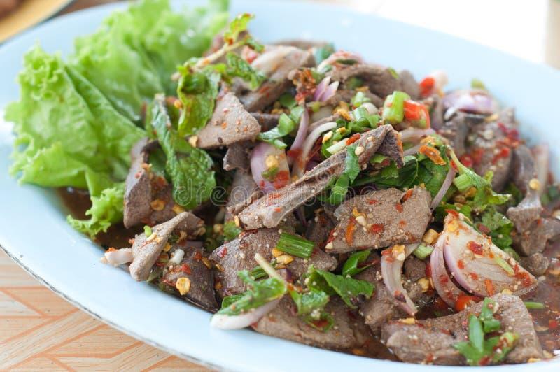 Ταϊλανδική γλυκιά σαλάτα συκωτιού στο πιάτο στοκ εικόνες
