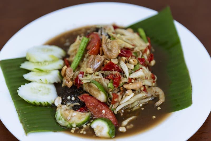 Ταϊλανδική πράσινη Papaya σαλάτα, ταϊλανδικός πικάντικος SOM tum, κινηματογράφηση σε πρώτο πλάνο στοκ εικόνα