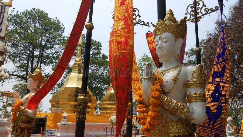 Ταϊλανδικό άγαλμα αγγέλου Lanna Phra That Do Ι Tung, ChiamgRai στοκ εικόνα