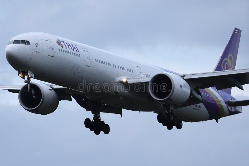 Ταϊλανδικό διεθνές επίπεδο εναέριων διαδρόμων που απογειώνεται από τον αερολιμένα στοκ εικόνες