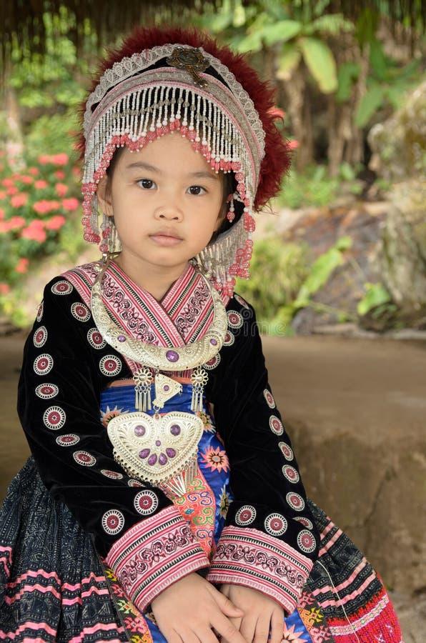 Ταϊλανδικό κοστούμι ένδυσης κοριτσιών παραδοσιακό του εθνικού hmong στοκ εικόνα με δικαίωμα ελεύθερης χρήσης