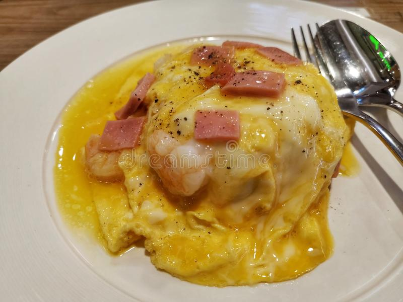 Ταϊλανδικό ρύζι με τα αυγά και τις γαρίδες στοκ εικόνες