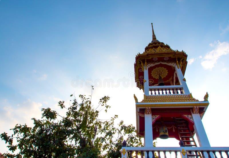 Ταϊλανδικό σχέδιο στον πύργο κουδουνιών στον ταϊλανδικό ναό στοκ φωτογραφία