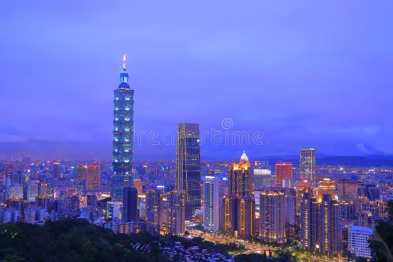 Ταϊπέι 101 και πόλη στη νύχτα στοκ φωτογραφία με δικαίωμα ελεύθερης χρήσης