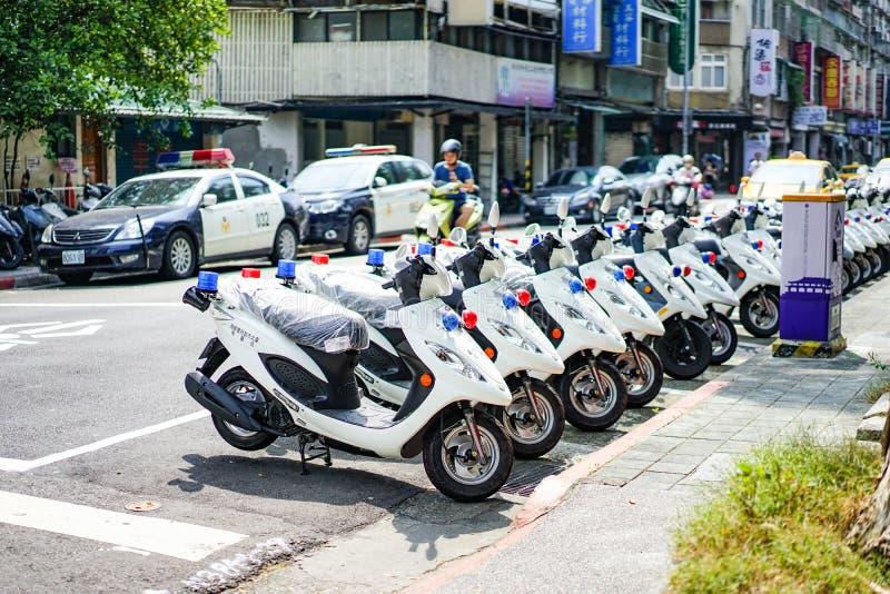 Ταϊπέι, ΤΑΪΒΑΝ - 3 Οκτωβρίου 2017: Τα περιπολικά της Αστυνομίας της Ταϊβάν και motocycle στάθμευαν εκτός από την οδό κοντά στο ασ στοκ φωτογραφίες