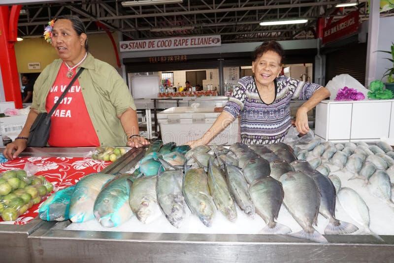 ΤΑΪΤΗ, ΓΑΛΛΙΚΗ ΠΟΛΥΝΗΣΙΑ - 4 Αυγούστου 2018 - παραδοσιακή αγορά Papetee στοκ εικόνες