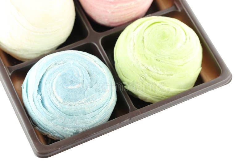 Ταϊλάνδη των ζωηρόχρωμων γλυκών Mochi στο μαύρο κουτί απομονωμένος στοκ φωτογραφία με δικαίωμα ελεύθερης χρήσης