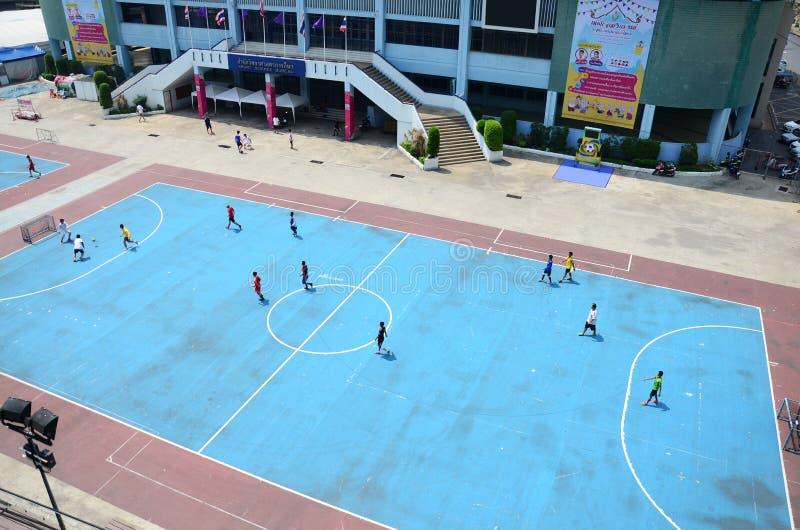 Ταϊλανδικά άτομα που παίζουν το ποδόσφαιρο ή το ποδόσφαιρο στοκ φωτογραφίες με δικαίωμα ελεύθερης χρήσης