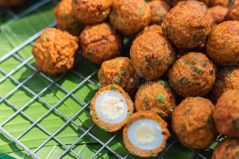 Ταϊλανδικά τηγανισμένα τρόφιμα ψάρια στοκ εικόνες