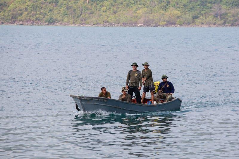 Ταϊλανδική περίπολος συνοριακών φυλάκων η θάλασσα κοντά στον Καμποτζηανό Koh Kood, Ταϊλάνδη νησιών στοκ εικόνα με δικαίωμα ελεύθερης χρήσης