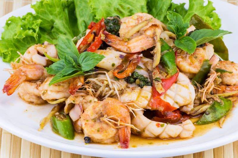 Ταϊλανδική σαλάτα θαλασσινών πικάντικη στοκ εικόνα