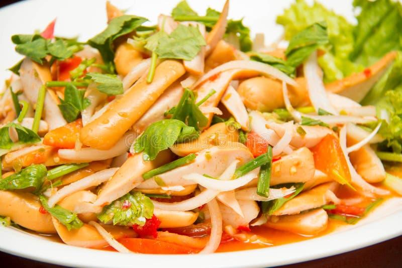 Ταϊλανδική σαλάτα λουκάνικων πικάντικη στοκ εικόνες