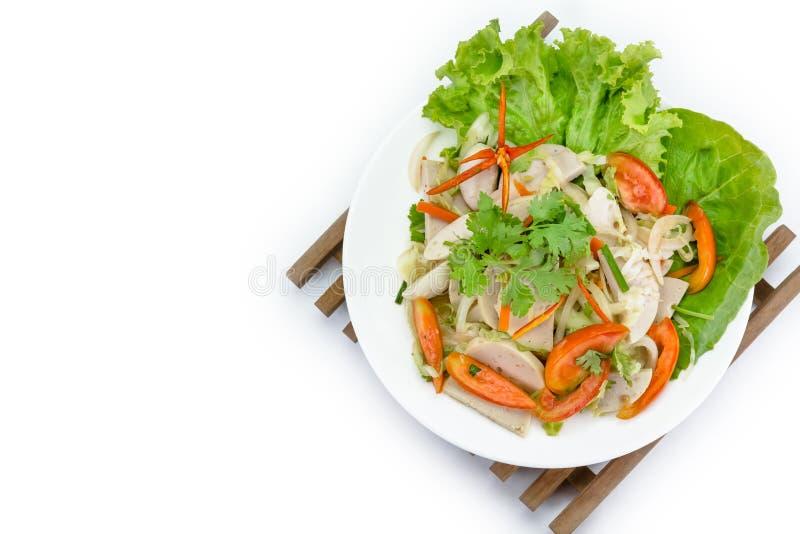 Ταϊλανδική σαλάτα χοιρινού κρέατος κουζίνας πικάντικη στο άσπρο υπόβαθρο ή το μουγκρητό Yor Yum στοκ φωτογραφία