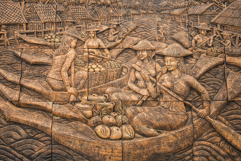 Ταϊλανδική χάραξη πετρών πολιτισμού στον τοίχο ναών στοκ φωτογραφία με δικαίωμα ελεύθερης χρήσης