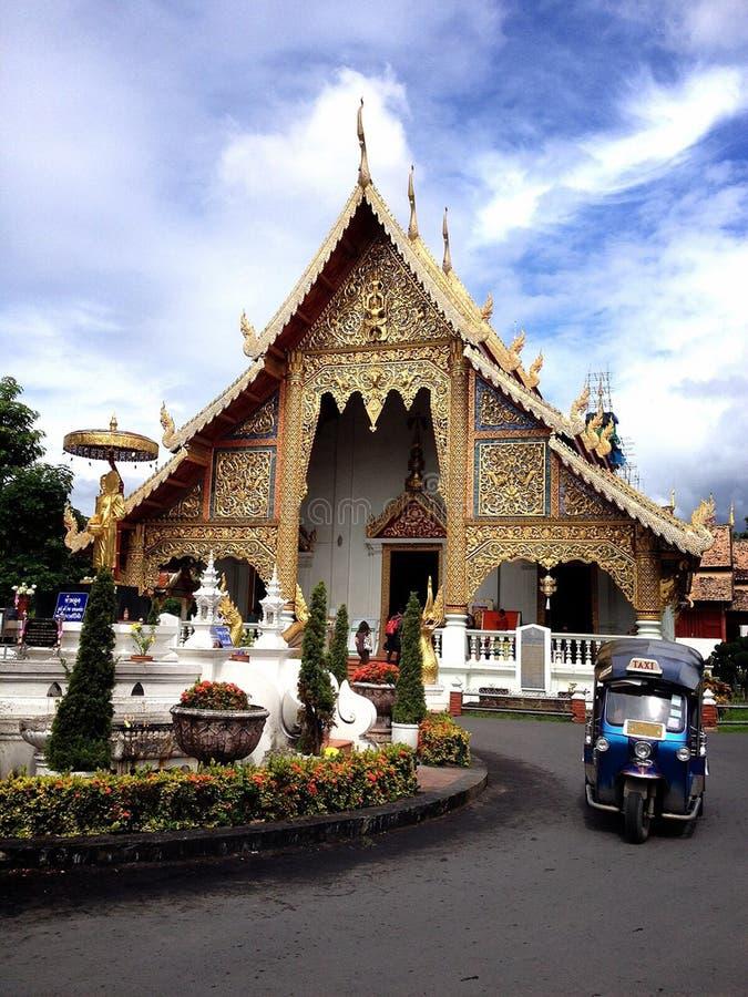 Ταϊλανδικός ναός με tuk-Tuk στοκ εικόνες