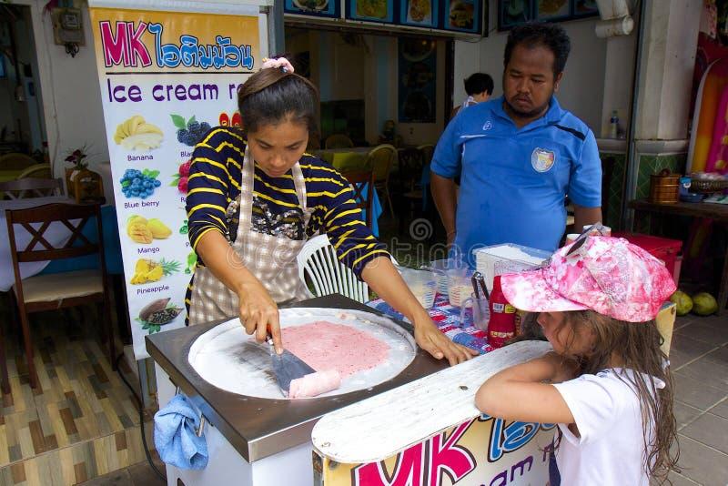 Ταϊλανδικός τηγανισμένος κατασκευαστής παγωτού