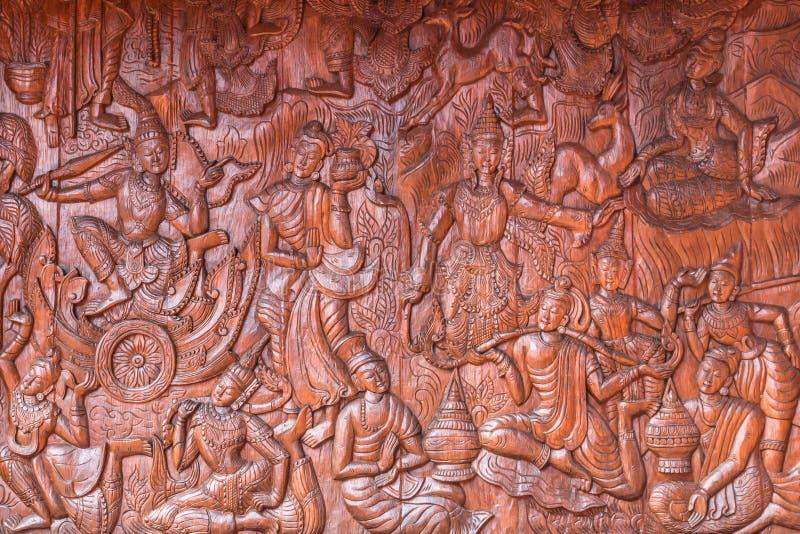 Ταϊλανδικός τοίχος ναών του Βούδα πολιτισμού ξύλινος χαράζοντας στοκ φωτογραφίες