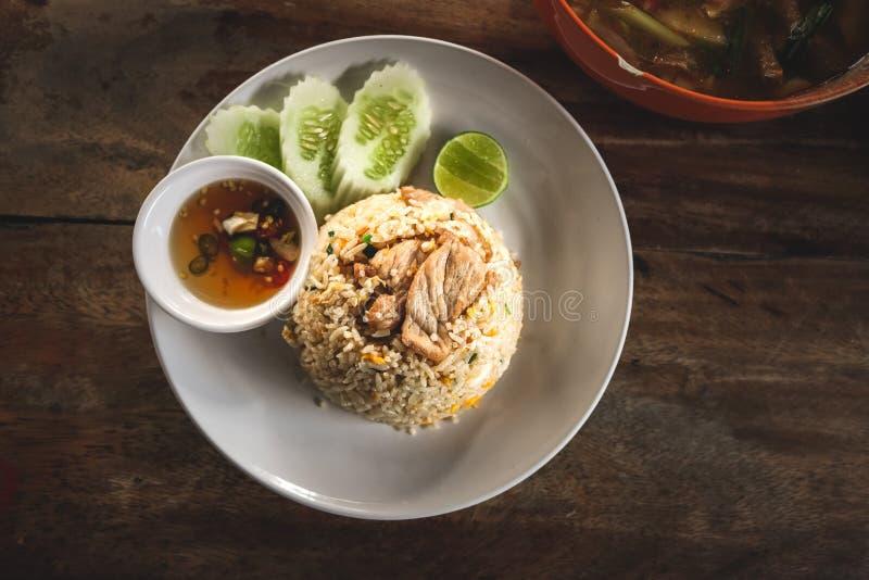 Ταϊλανδικό βαλμένο φωτιά ρύζι στοκ φωτογραφία
