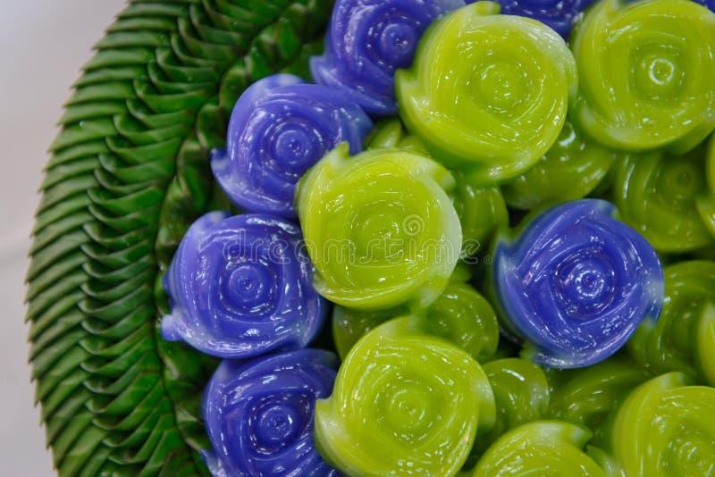 Ταϊλανδικό επιδόρπιο Khanom Chan κέικ στρώματος γλυκό στη ροδαλή μορφή στοκ εικόνες