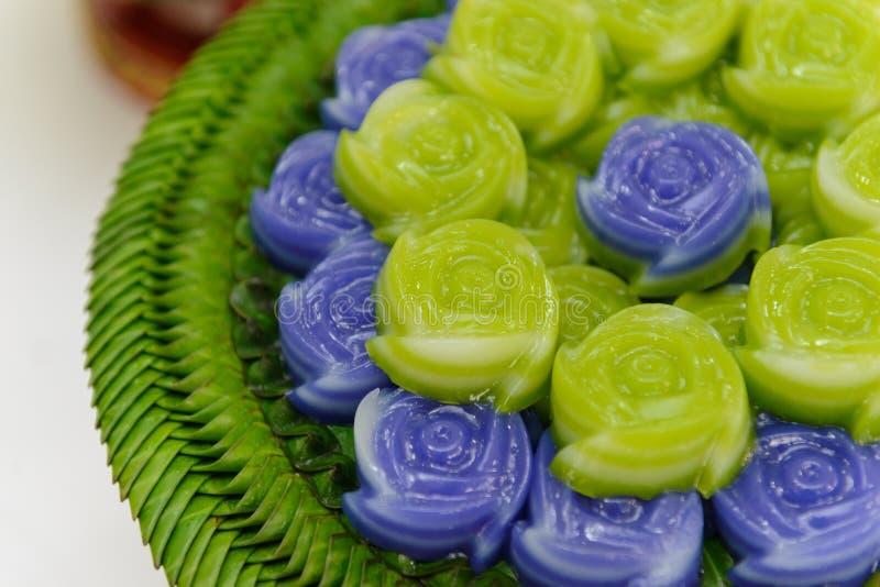 Ταϊλανδικό επιδόρπιο Khanom Chan κέικ στρώματος γλυκό στη ροδαλή μορφή στοκ φωτογραφία