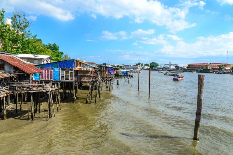 Ταϊλανδικό παραδοσιακό σπίτι, vilage riverfront στη Μπανγκόκ Ταϊλάνδη στοκ εικόνα με δικαίωμα ελεύθερης χρήσης