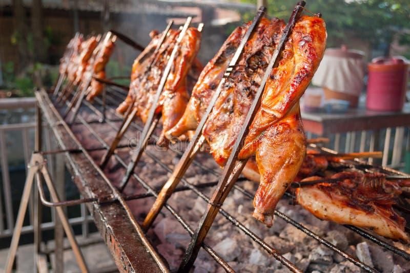 Ταϊλανδικό ψημένο στη σχάρα ύφος κοτόπουλο στοκ φωτογραφία