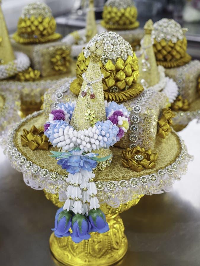 Ταϊλανδικό ύφος της προσφοράς λουλουδιών στοκ εικόνα